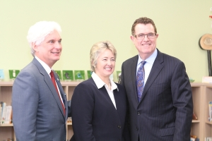 Left to right: Roger Platt of the U.S. Green Building Council, Houston Mayor Annise Parker, and HISD Superintendent Terry Grier.